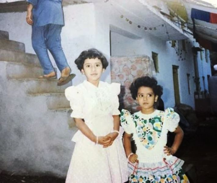 A Childhood Picture of Khushboo Upadhyay With Her Sister