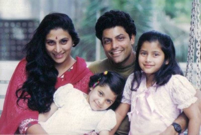 A Childhood Picture of Saiyami Kher With Her Family