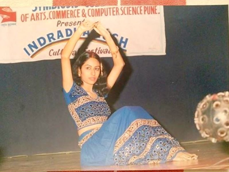 Khushboo Upadhyay Performing in Her College's Function