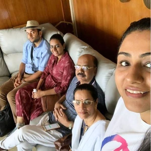 Khushboo Upadhyay With Her Family