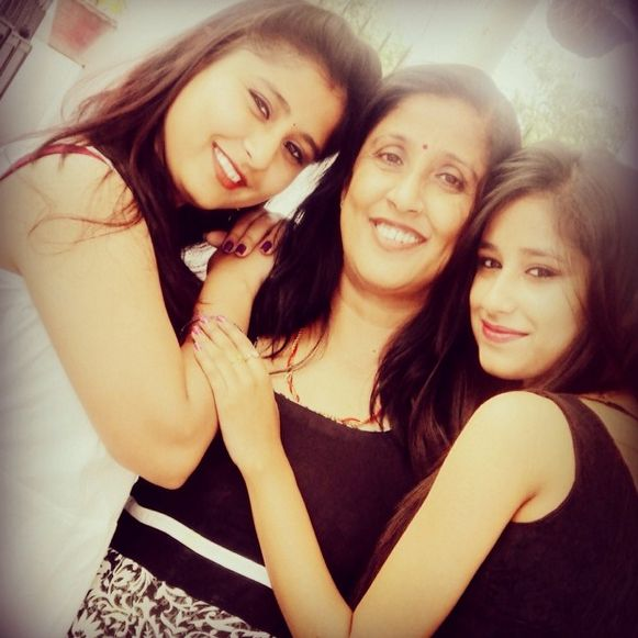 Maera Mishra with her mother and sister