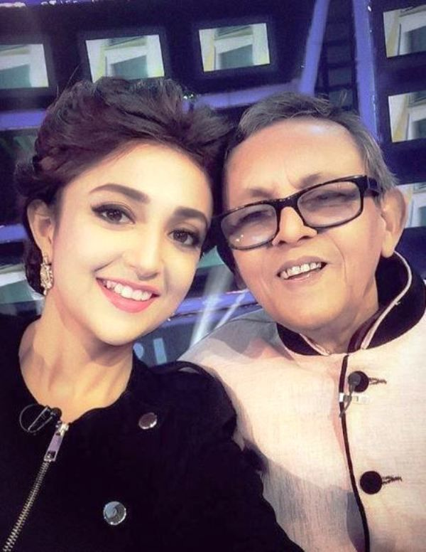 Monali Thakur With Her Father