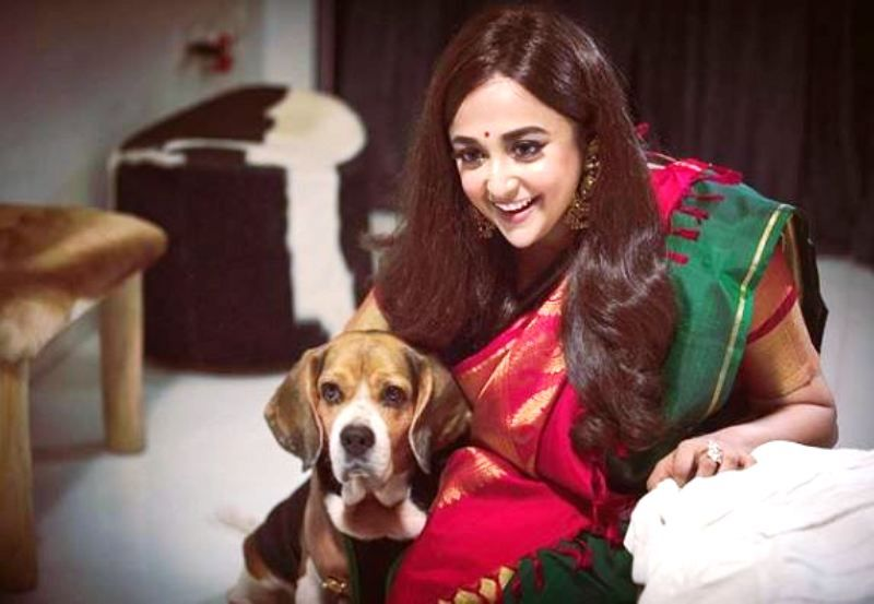 Monali Thakur With Her Pet Dog