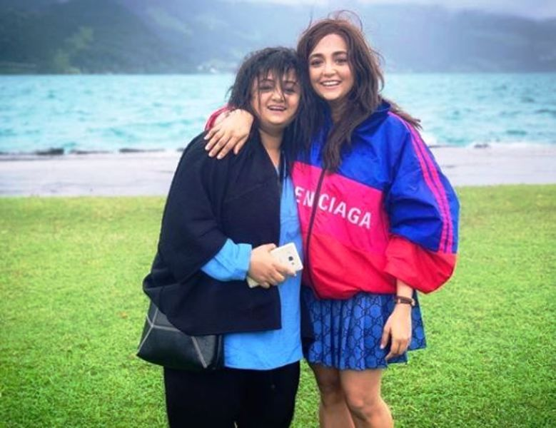 Monali Thakur With Her Sister