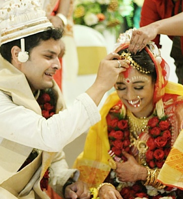 Paoli Dam's wedding picture