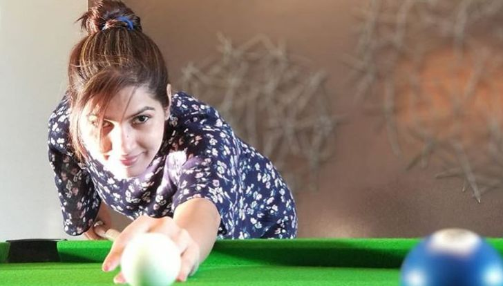 Sangeita Chauhaan playing Snooker