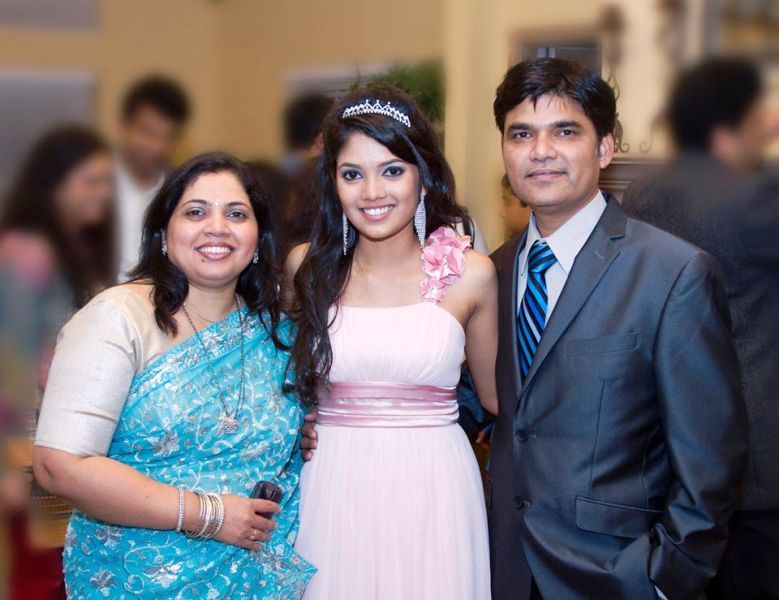 Tanvi Shinde With Her Parents