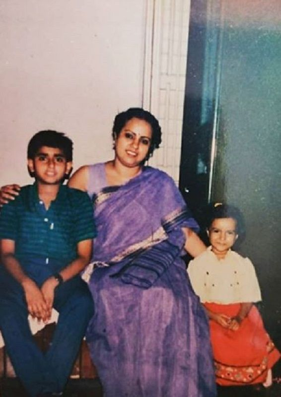 An Old Picture of Ronjini Chakraborty With Her Brother and Mother