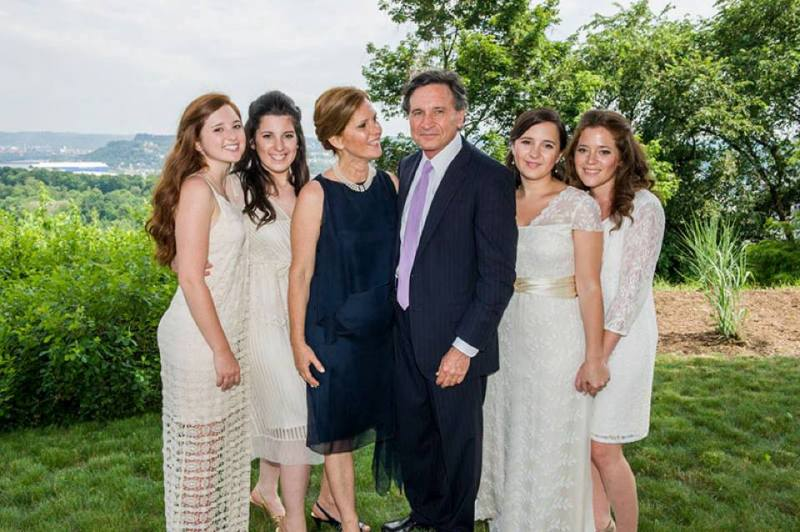 Bari Weiss With Her Parents Lou and Amy, and Her Sisters, Casey (extreme right) and Suzy (extreme left)