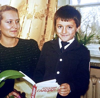 Childhood Picture of Lex Fridman with his Mother