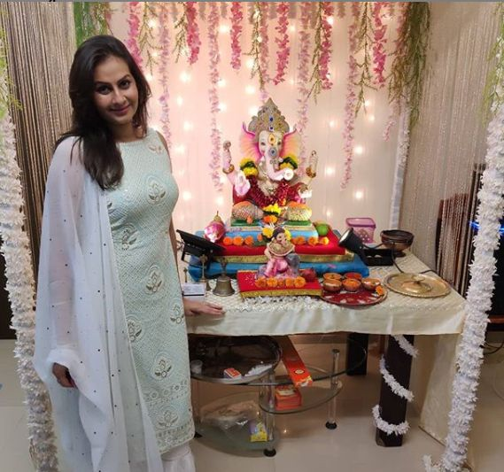 Ekta Saraiya with the idol of Lord Ganesha
