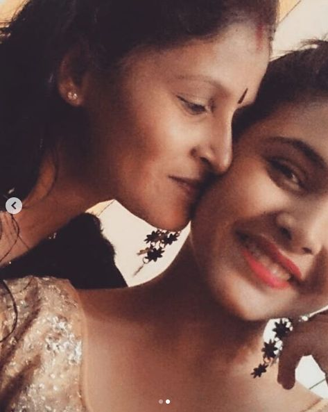 Muskan Bamne with her mother