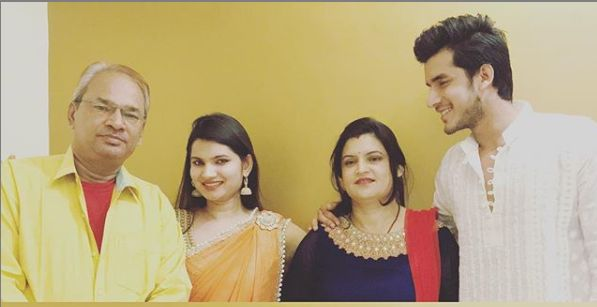 Paras Kalnawat with his family