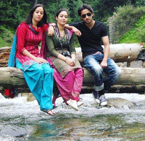 Shaheer Sheikh with his sisters