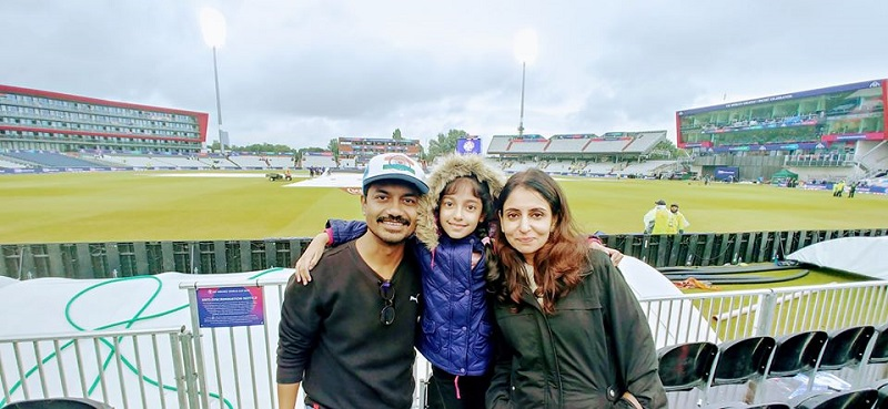 Vikas Kumar With His WIfe and Daughter