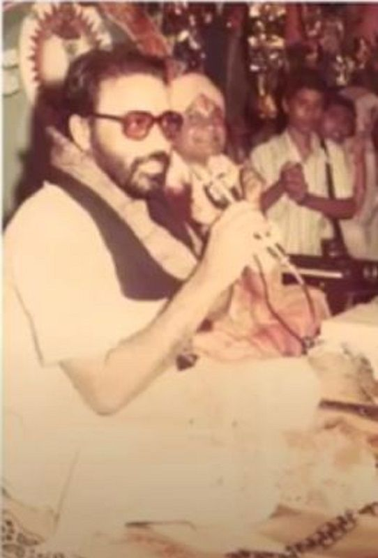 An Old Picture of Morari Bapu Reciting Katha