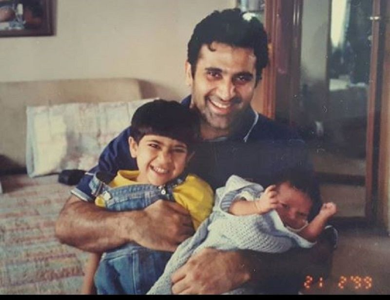 An Old Picture of Parmeet Sethi With His Sons