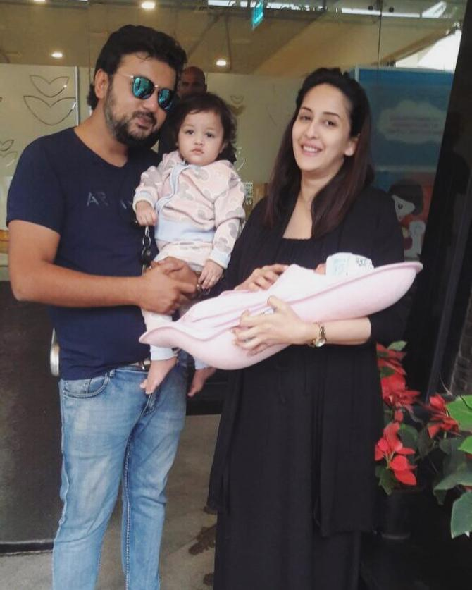 Chahatt Khanna with her ex-husband, Farhan and daughters