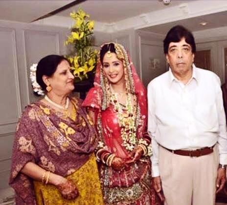 Chahatt Khanna with her parents