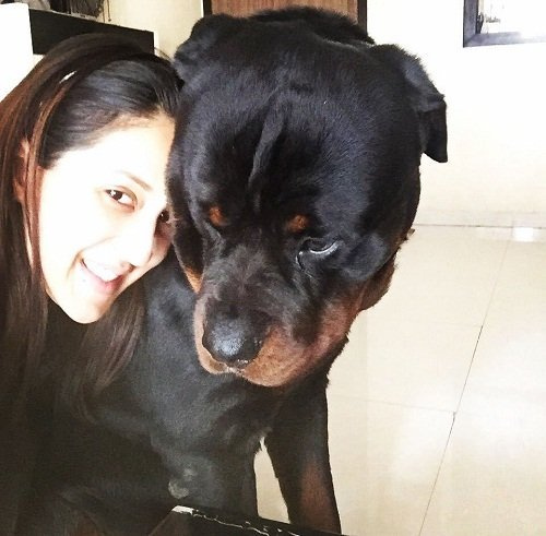Chahatt Khanna with her pet dog