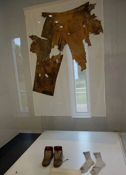 The remains of clothes worn by Rajiv Gandhi at the time of his assassination are kept in the Indira Gandhi Memorial Museum, New Delhi