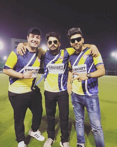 Imtiaz Khatri With His Cricket Team Members