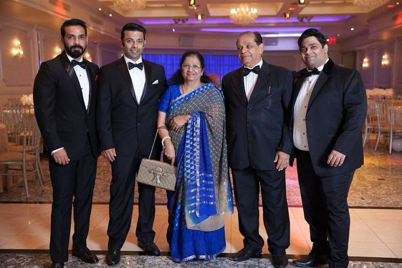 Kiku Sharda With His Parents and Brothers