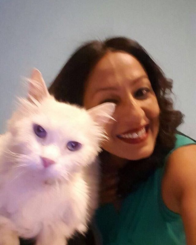 Kashmera Shah With Her Pet Cat