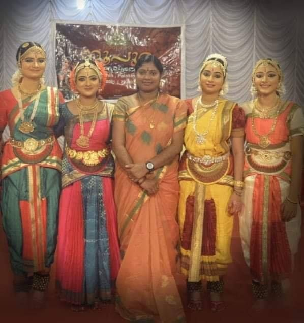 Nandana Varma with her dance group