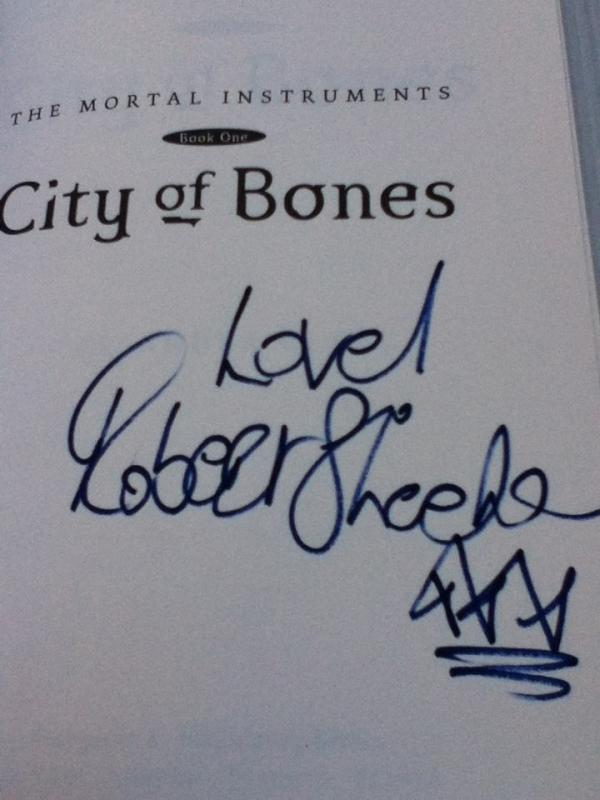 Robert Sheehan's Signature