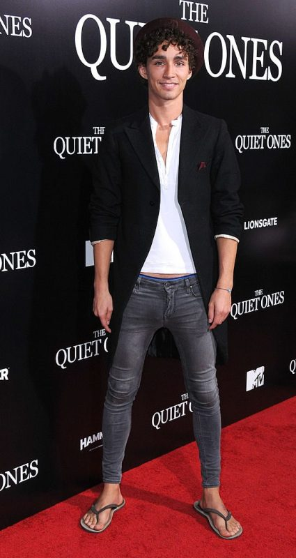 Robert Sheehan's full appearence