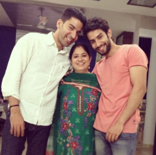 Sahil Uppal with his mother and brother