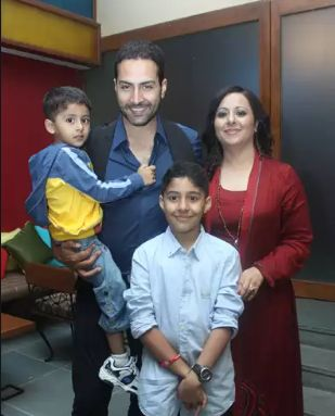Sudhanshu Pandey with his wife and children