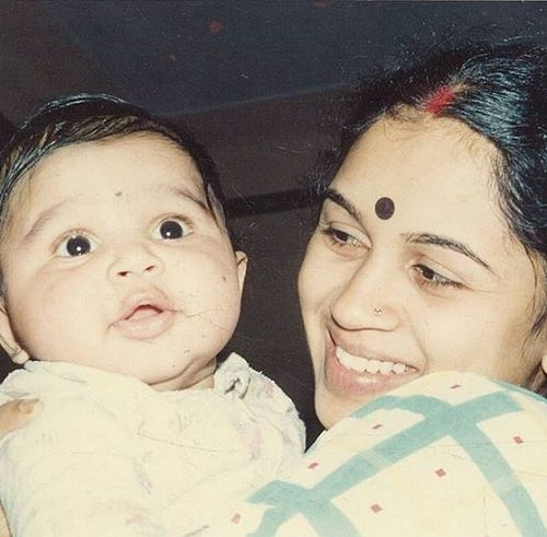 Abijeet Duddala's Childhood Picture With His Mother