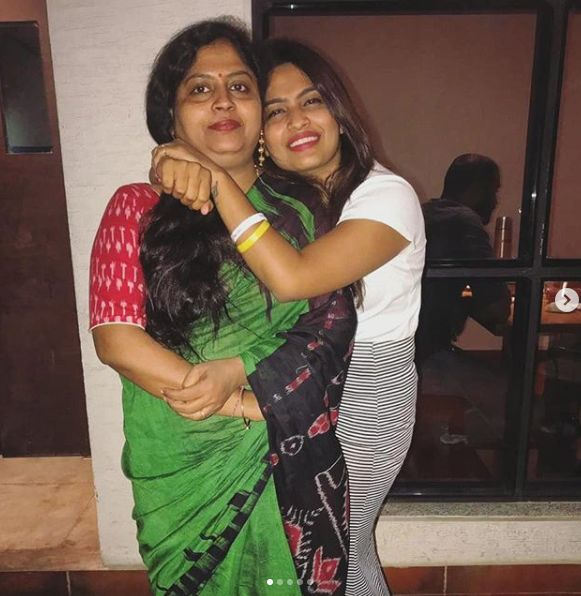 Alekhya Harika with her mother