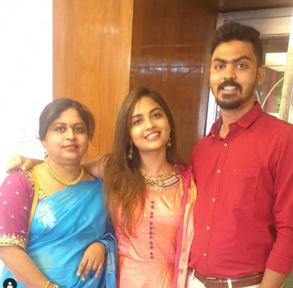 Alekhya Harika with her mother and brother