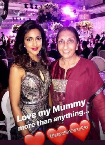 Avina Shah With Her Mother