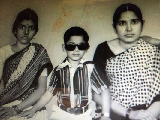 Childhood Picture of Manoj Muntashir with his Mother