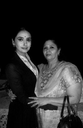 Ragini Dwivedi With Her Mother