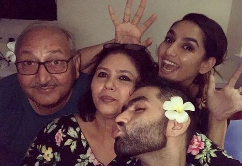 Ragini Dwivedi With Her Parents and Brother