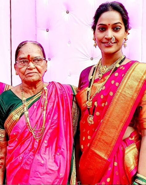 Rajshree Thakur with her mother
