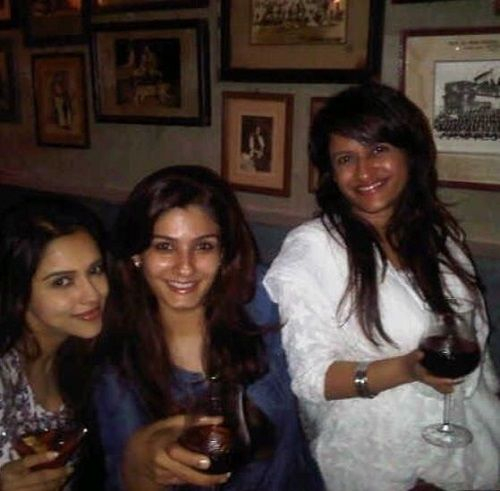 Rohini Iyer With Her Friends