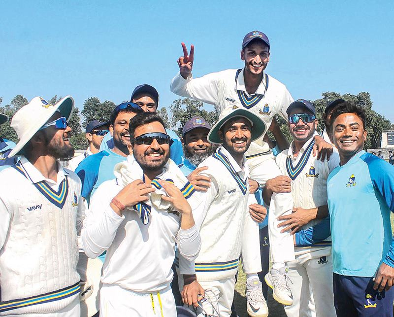 Shahbaz Ahmed carried on shoulders by his teammates after his all-round performance helped Bengal reach Ranji Trophy quarter final in 2020