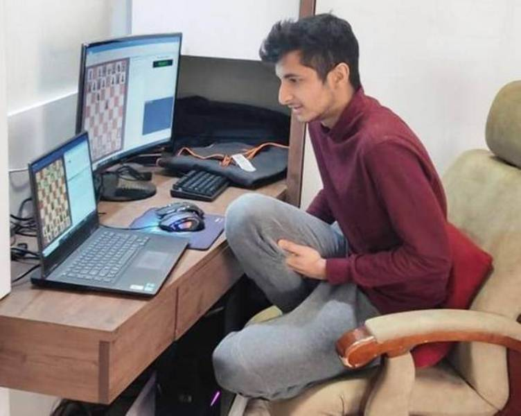 Vidit Gujrathi during an online streaming session of chess