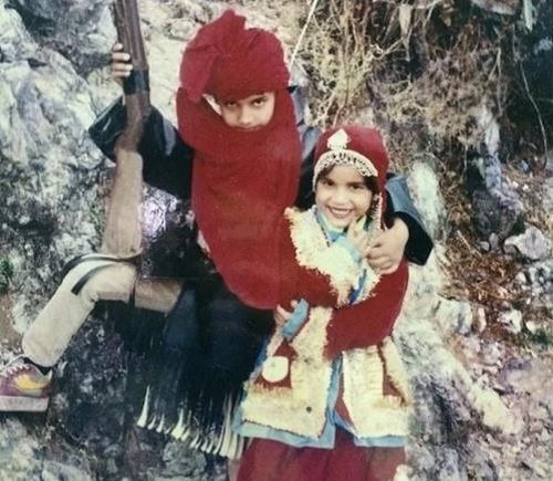 A Childhood Picture of Naina Singh With Her Brother