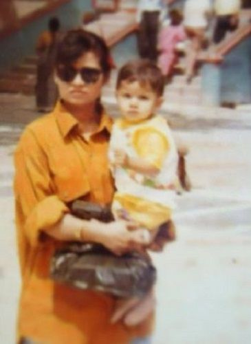 A Childhood Picture of Naina Singh With Her Mother
