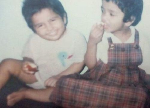 A Childhood Picture of Ramya Pandian With Her Sister