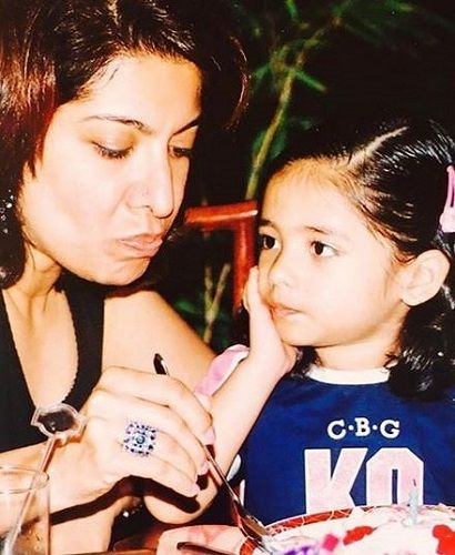 An Old Picture of Divya Seth With Her Daughter