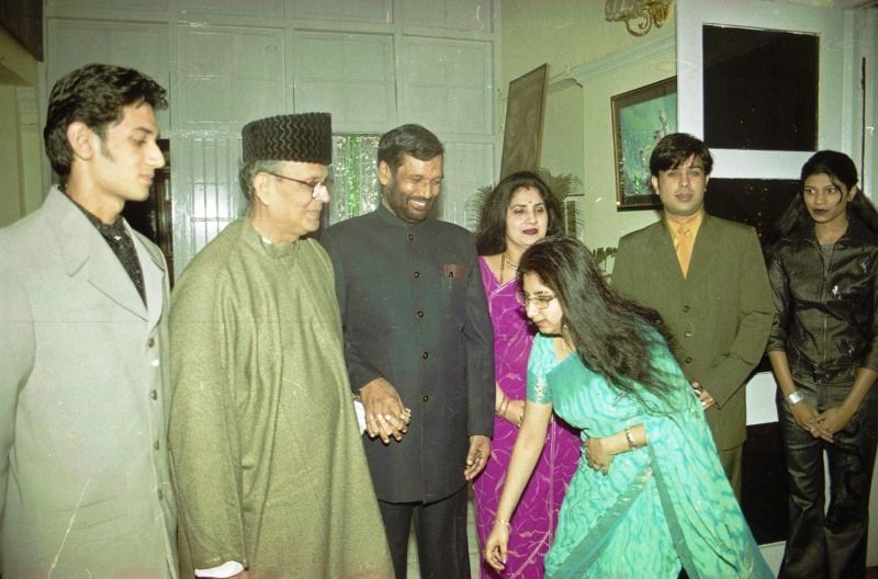 (From left to right) Chirag Paswan, former PM V.P. Singh, Ram Vilas Paswan and Reena Paswan. The Paswans' daughter Asha is seen far right