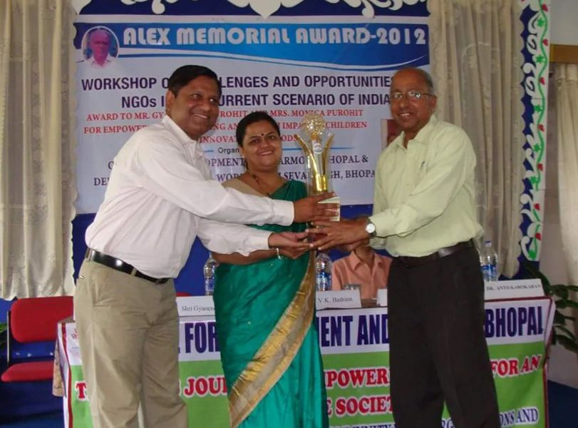 Monica and Gyanendra Purohit Receiving Alex Memorial Award
